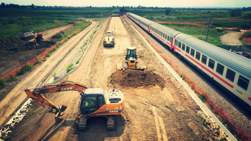 lavori per la realizzazione della nuova linea ferroviaria